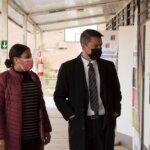 Alcalde Gerald Cerda se reúne con directora del SLPC y visita escuela de sector rural